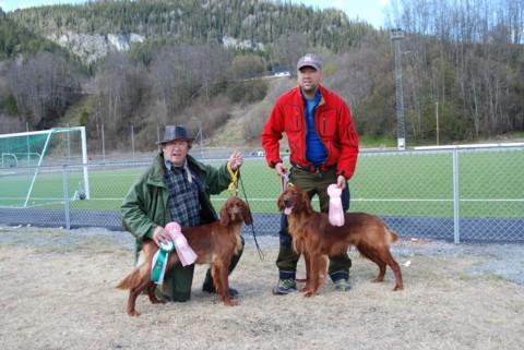 Til venstre Jupskåras Ronja og Willy Langeng , til høyre Jupskåras Birk og Espen Sivertsgård.